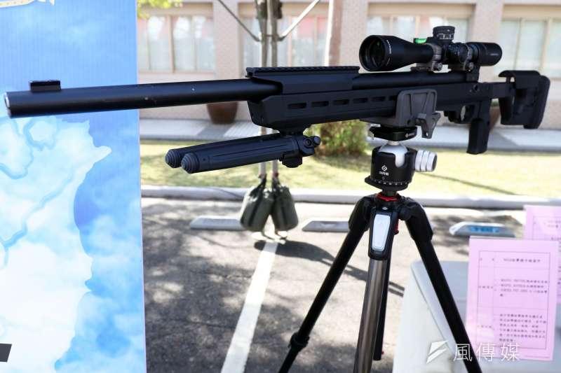 國安局特勤中心7日舉行「安維7號專精訓練結訓編成典禮」,除宣告國安特勤準備就緒外,現場也展示各項裝備。圖為改款M24狙擊槍。(蘇仲泓攝)