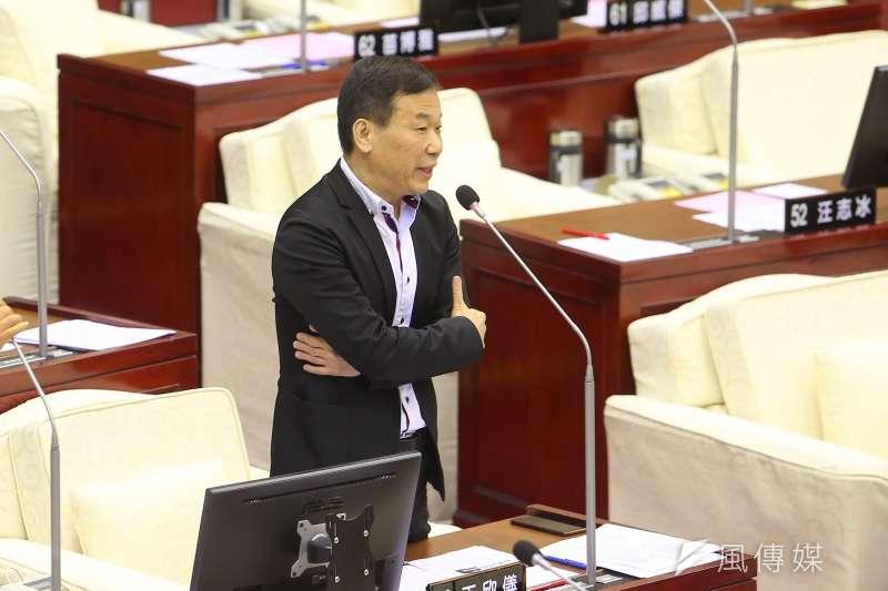 20191107-台北市議員鍾小平7日於市議會質詢。(顏麟宇攝)