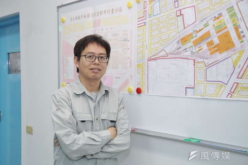 國家鐵道博物館籌備處主任洪致文10月1日上任,他本月11日接受《風傳媒》專訪時表示,未來的目標很明確,就是要打造一座「活的鐵道博物館」。(盧逸峰攝)