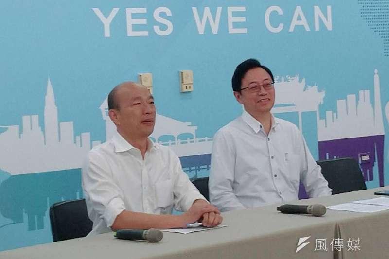 國民黨總統參選人韓國瑜(左)和前行政院長張善政(右)合組「國政配」,前台北市副市長李永萍表示,此舉讓整個藍營士氣大振。(資料照,徐炳文攝)