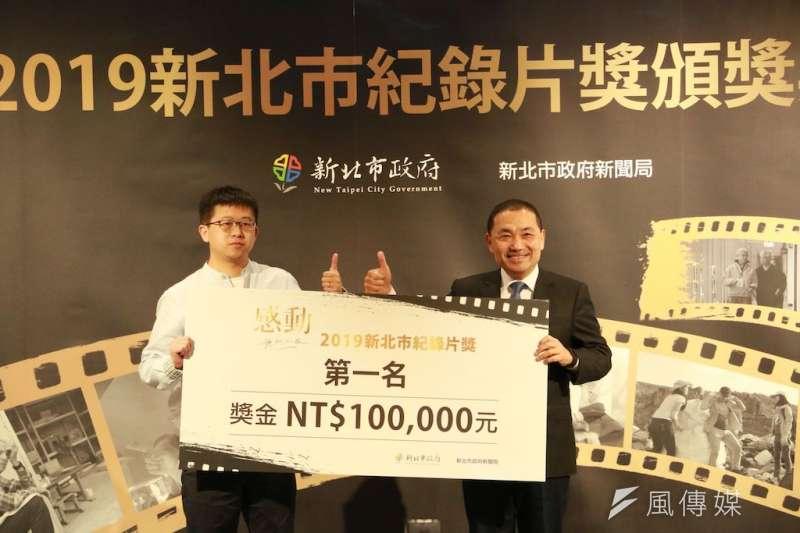 《我的生命線》榮獲2019新北市紀錄片獎第一名,由市長侯友宜頒發新台幣10萬獎金及獎座。  (圖/李梅瑛攝)