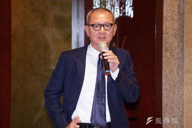 國巨12日召開法說會,董事長陳泰銘會後向媒體解釋併購效益。(盧逸峰攝)