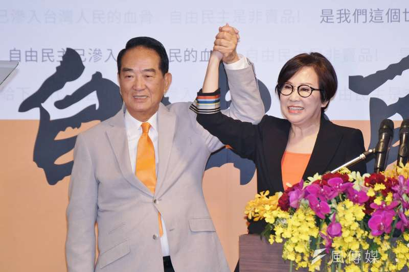 親民黨主席宋楚瑜(左)於13日宣布5度出戰總統大選,副手人選為「廣告之母」前聯廣董事長余湘(右)。(資料照,盧逸峰攝)