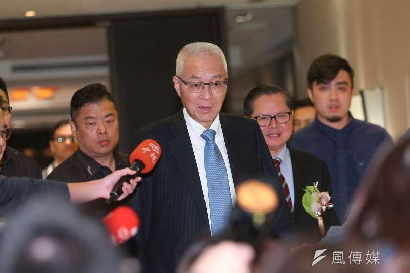 國民黨主席吳敦義14日針對明日召開臨時中常會,調整不分區立委名單,接受媒體提問。(顏麟宇攝)
