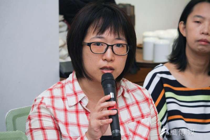 20191114-多元教育家長協會執行秘書陳逸出席公民團體召開「性平教育才能阻止霸凌、政治惡意操弄撕裂台灣社會」聯合記者會。(蔡親傑攝)
