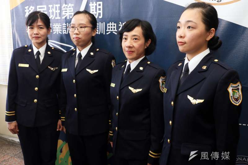 四位具新移民(第一代、第二代)身分的移民官(由左至右是黃巧娟、潘琳燕、嚴沛瀅、鄭珮怡)。(蘇仲泓攝)