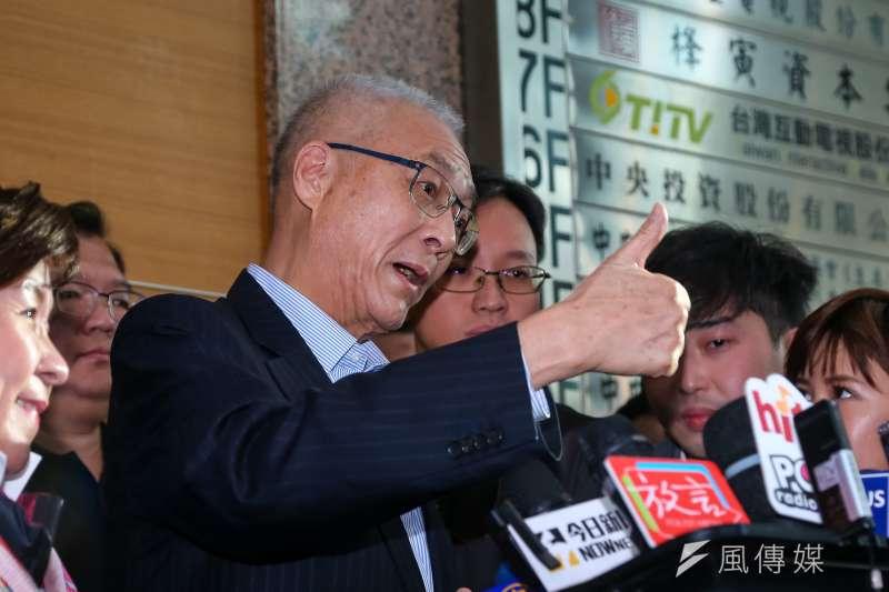 國民黨不分區立委名單引爆爭議,黨主席吳敦義於臨時中常會後接受媒體聯訪。(顏麟宇攝)