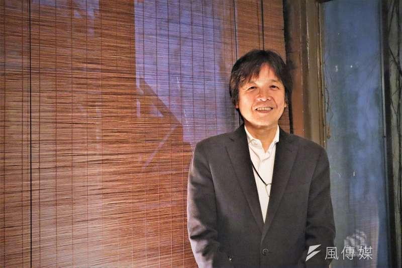 被譽為「最受歡迎的日本社會學家」岩本茂樹來台宣傳新書《鍛鍊思考力的社會學讀本》。(蔡娪嫣攝)