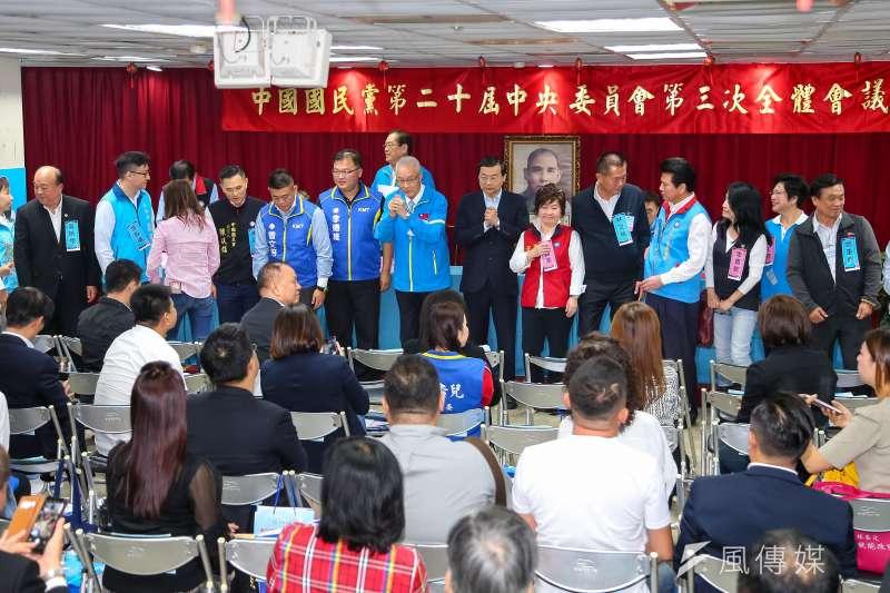 針對國民黨不分區名單,國民黨16日舉行中央委員第三次全體會議進行表決。國民黨主席吳敦義、立委曾銘宗等人出席。(顏麟宇攝)