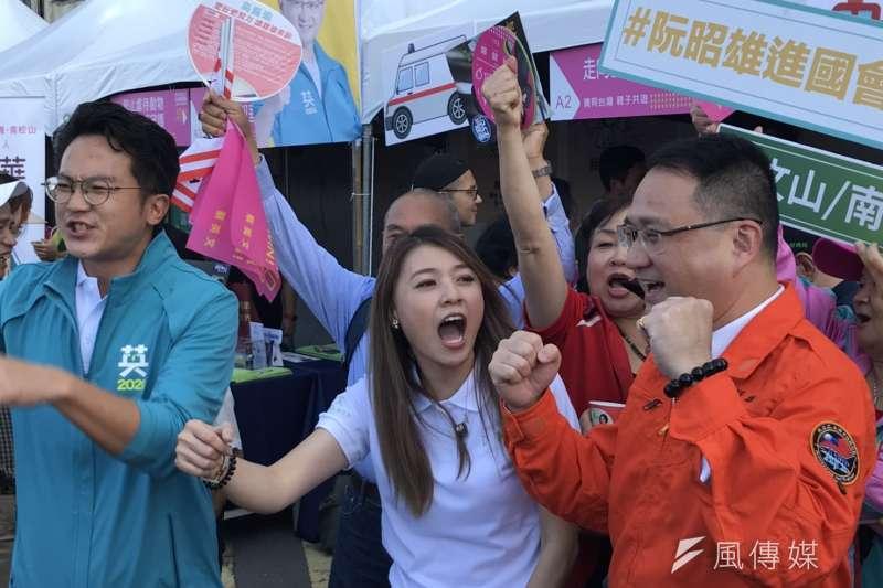蔡英文連任全國暨台北競選總部17日下午正式開幕,活動本身結合園遊會、闖關活動,甚至讓民眾可以進入競總內部進行各種體驗。(黃信維攝)