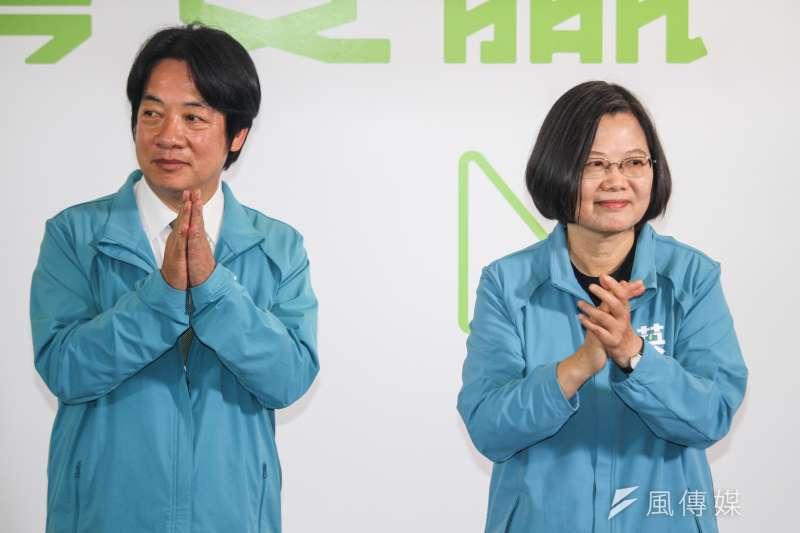 總統蔡英文(右)17日宣布副手為前行政院長賴清德(左),國民黨總統參選人韓國瑜競辦發言人何庭歡表示,這只是政治的結合、選票的考量。(蔡親傑攝)