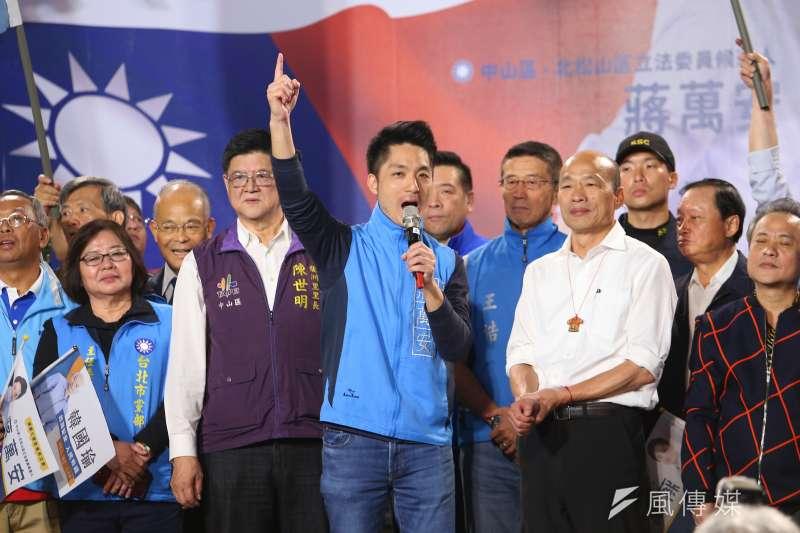 對於有民調指國民黨立委蔣萬安(中)目前民調只贏對手0.8個百分點,民進黨大老、前立委林濁水認為,「母雞太重了,小雞扛到這樣已經很厲害了。」(資料照,顏麟宇攝)
