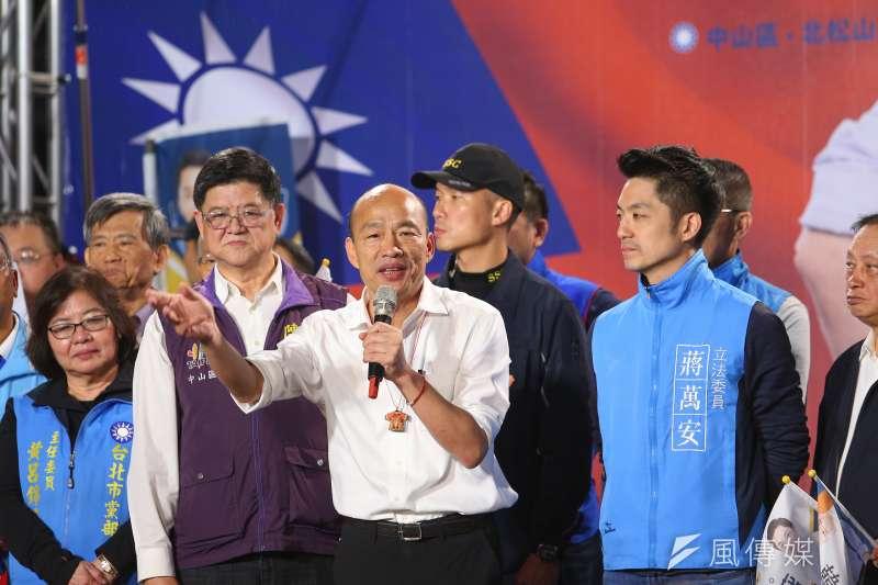 國民黨總統參選人韓國瑜選情難測,國民黨成為大選包袱,圖為韓國瑜與立委參選人蔣萬安一同造勢。(顏麟宇攝)