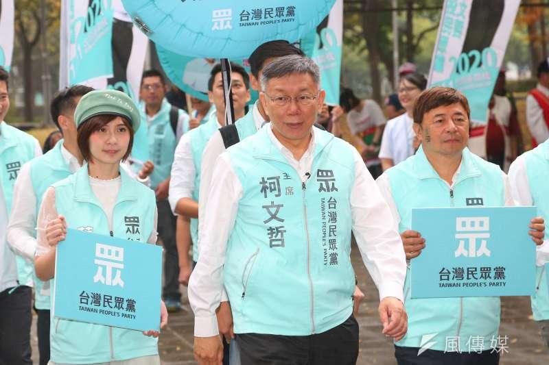 針對台灣民眾黨被國民黨主席吳敦義定調為泛藍,民眾黨主席柯文哲(中)表示,一看就知道是在為立法院長布局。(資料照,顏麟宇攝)