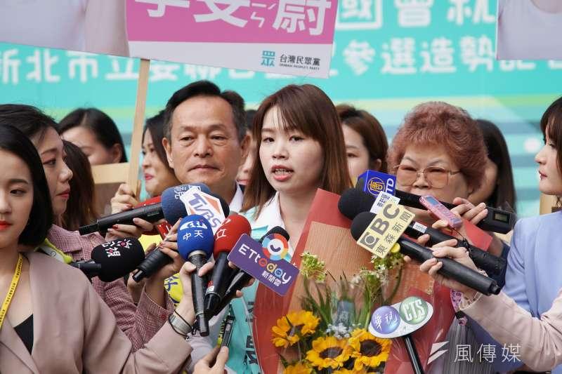 20191118-民眾黨立委參選人李旻蔚18日前往新北市選委會登記。(盧逸峰攝)