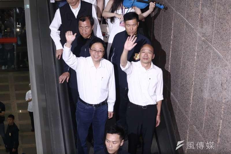 國民黨總統參選人韓國瑜與副手張善政民調始終偏低,圖為韓國瑜張善政赴中選會正式參選登記。(陳品佑攝)