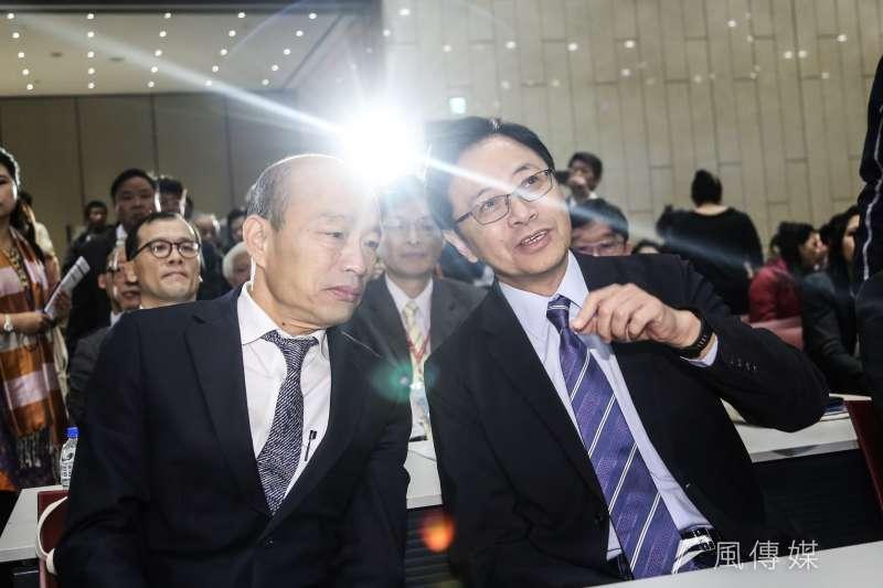 國民黨正、副總統候選人韓國瑜(左)、張善政(右)19日出席台灣尤努斯基金會2019社會型企業東亞年會。(簡必丞攝)