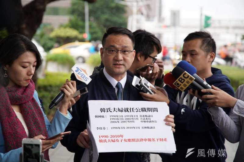 台北市議員阮昭雄20日赴監察院,針對國民黨總統候選人韓國瑜夫婦就任公職期間,涉嫌隱匿申報大安區房產進行告發。(盧逸峰攝)