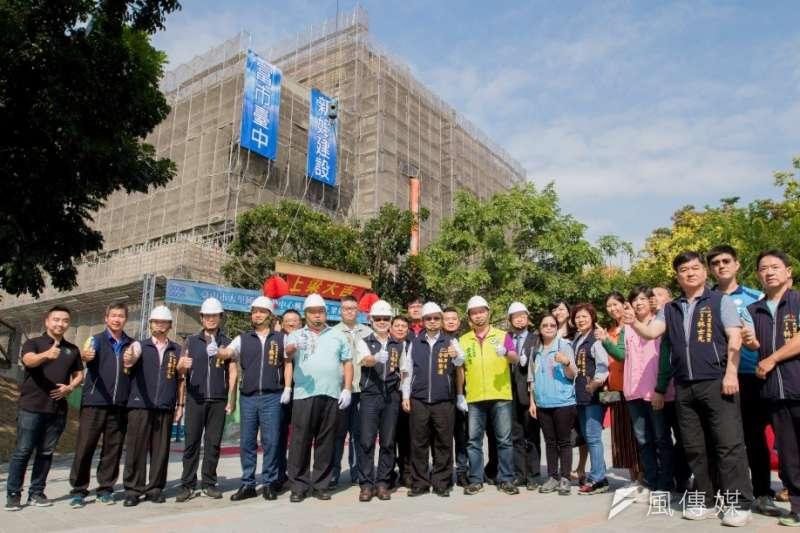 台中大里國民運動中心上梁,預計明年8月完工。(圖/台中市政府)