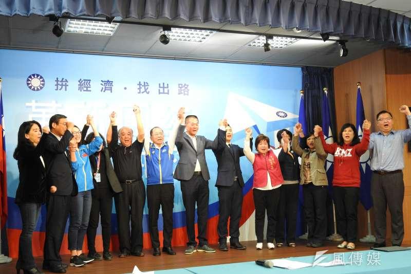 國民黨舉行不分區立委聯合記者會,介紹前16名不分區立委。(羅暐智攝)