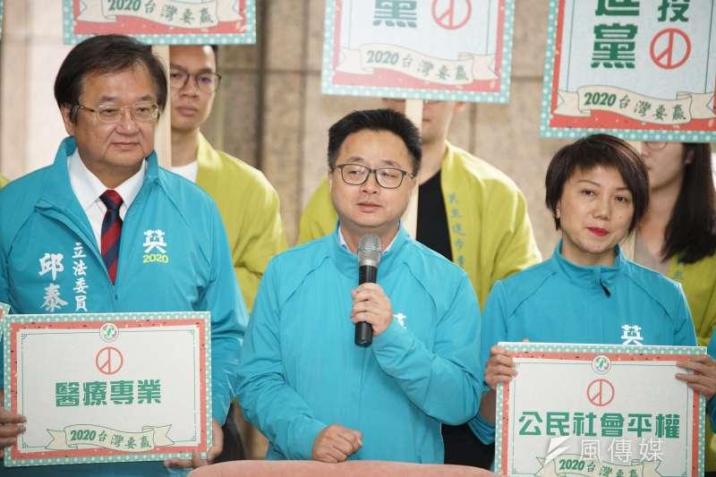 20191120-民進黨20日舉行「台灣要贏、團結前行」不分區立委登記參選記者會,秘書長羅文嘉發言。(盧逸峰攝)