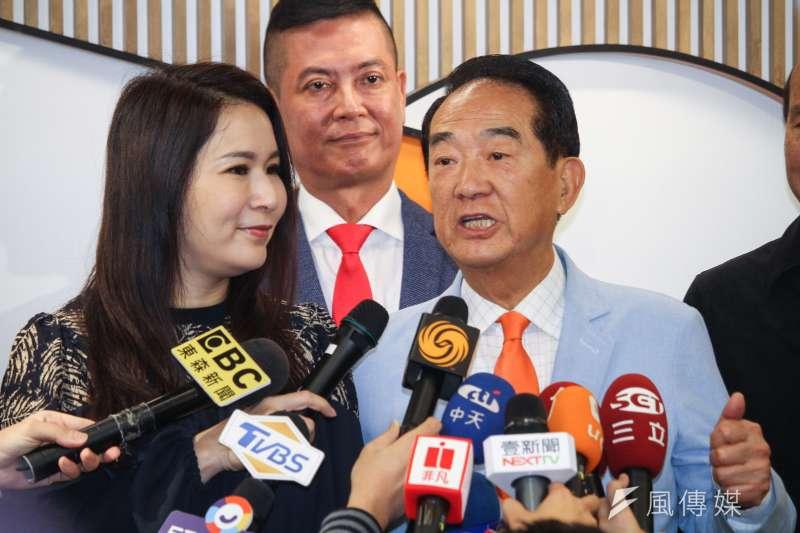 20191120-親民黨20日公布不分區立委名單記者會,左為永齡基金會執行長劉宥彤。(蔡親傑攝)