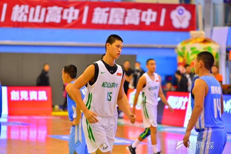 于泓凱、于泓翔這對來自中國的中鋒兄弟檔,因為身高備受外界關注,但是兩人在經歷了HBL生涯首戰後,也都有困題需要克服。 (金茂勛攝)