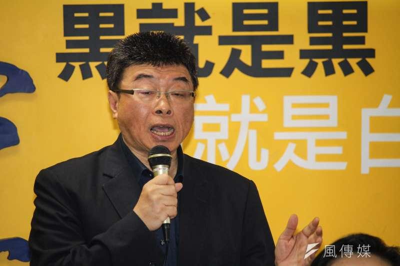 新黨今(21)日公布不分區立委推薦名單記者會,前國民黨立委邱毅(見圖)為名單第一位。(蔡親傑攝)