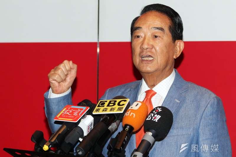 20191122-親民黨總統參選人宋楚瑜晚間前往電視台錄節目,於會前接受媒體訪問。(蘇仲泓攝)