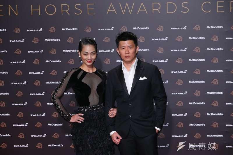 20191123-第56屆金馬獎星光紅毯,圖為《菠蘿蜜》導演陳雪甄(左起)、廖克發。(簡必丞攝)