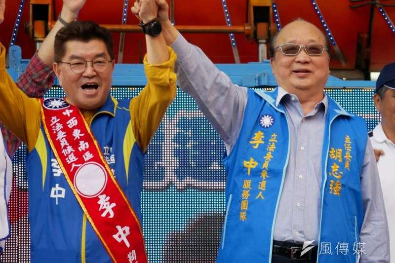 20191123-國民黨台中市立委參選人李中(左)23日舉辦競選總部成立,前台中市長胡志強(右)到場站台。(潘維庭攝)