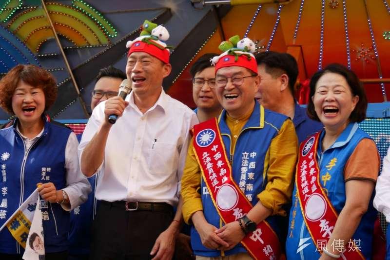 20191123-國民黨台中市立委參選人李中(左三)23日舉辦競選總部成立,總統參選人韓國瑜(左二)到場站台。(潘維庭攝)