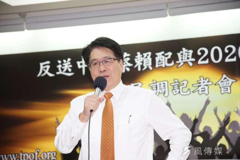 台灣民意基金會25日舉行民調發布會,對於總統蔡英文處理國家大事的方式,有約5成6的人表示贊同,3成6的人不贊同。台灣民意基金會董事長游盈隆認為,這與2大關鍵有關。(盧逸峰攝)