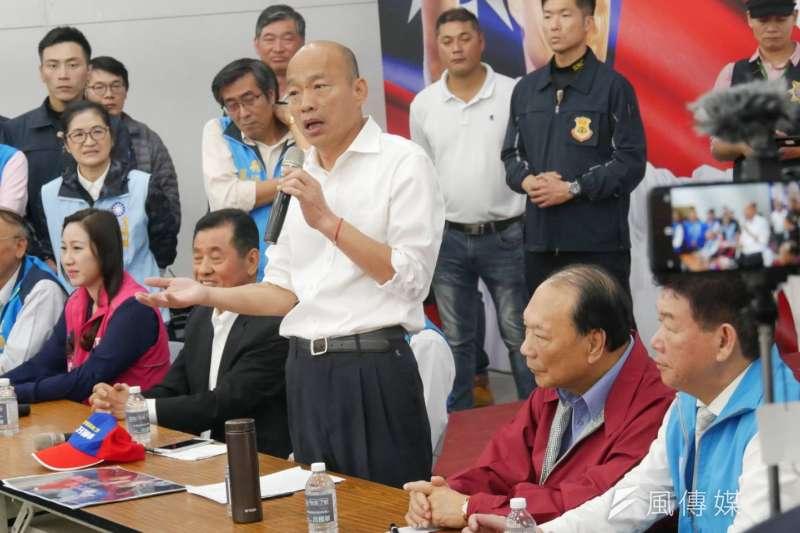 國民黨總統候選人韓國瑜大概沒料到連軍方都能加入「黑韓產業鏈」,他直稱憲指部海報的影射「太離譜」,。(潘維庭攝)