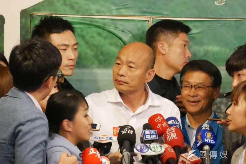 國民黨總統候選人韓國瑜(中)日前表示「得民調者得痔瘡」,精神科醫師鄧惠文分析,韓可能對民調感到坐立難安、極度焦慮。(資料照,潘維庭攝)