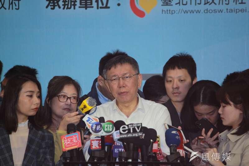 針對太陽花學運國賠案,一審判處北市警察局敗訴,最後台北市府決定上訴。台灣民眾黨主席、台北市長柯文哲(中)28日上午受訪時表示,法律的問題還是回到法院去處理。(方炳超攝)