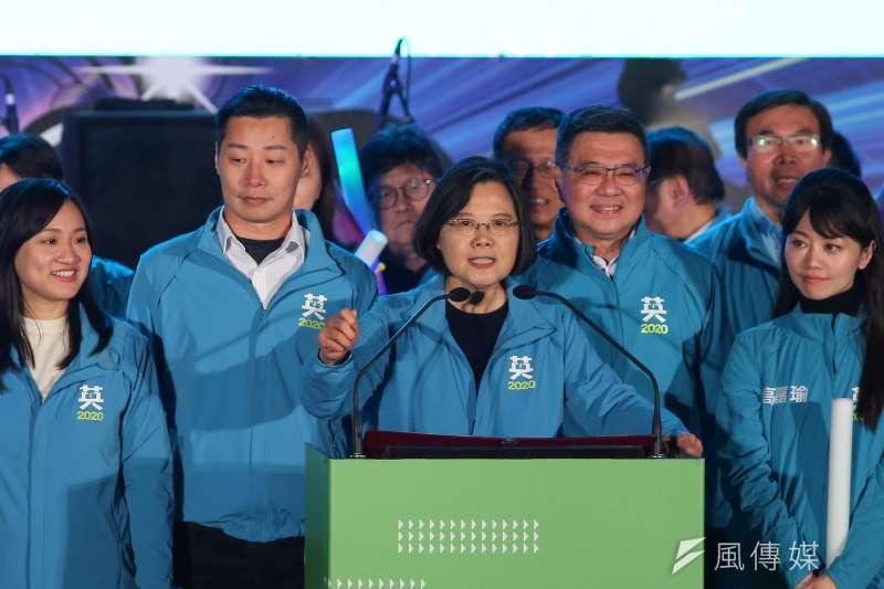 總統蔡英文29日出席台灣搖滾派對,她在致詞時表示,今天要展現出來的就是民進黨的大團結。(顏麟宇攝)