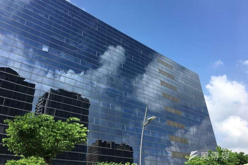 空氣品質佳時,台中市的天空呈現乾淨的藍天白雲。(記者王秀禾攝)