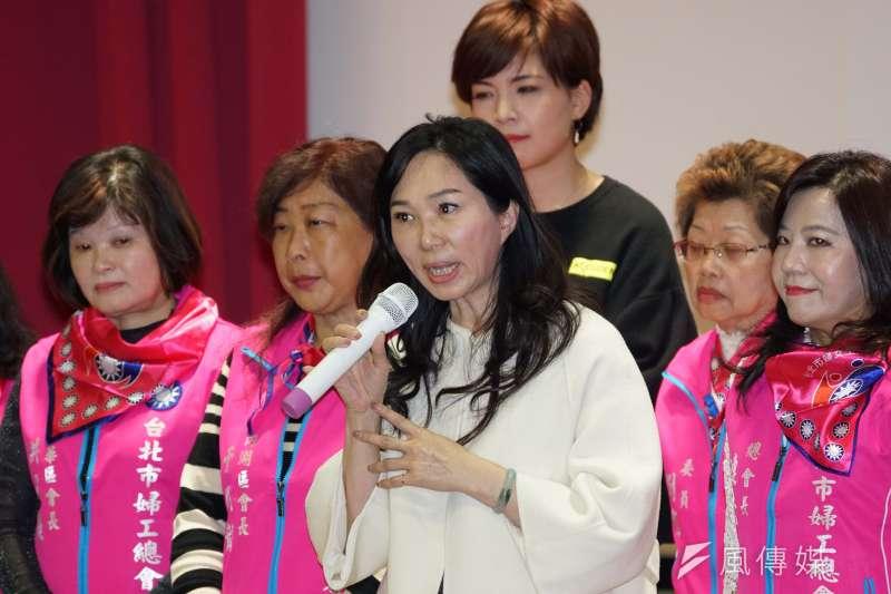 國民黨總統候選人韓國瑜妻子李佳芬(中)認為,蔡英文能在大選中贏韓國瑜450萬票「根本是個笑話」。(資料照,盧逸峰攝)