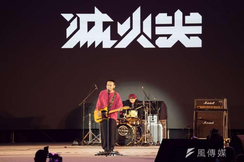 滅火器樂團出席3日晚間的「蔡英文社群之夜」,首度演唱蔡英文2020競選歌曲。(盧逸峰攝)