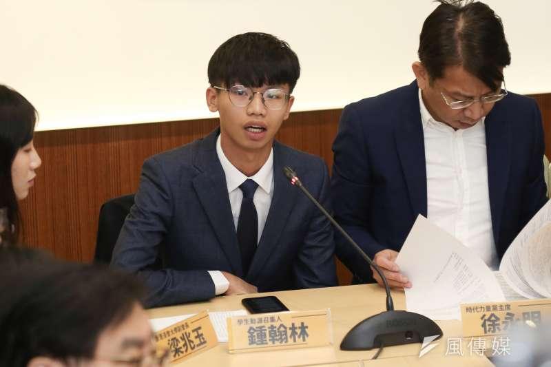 資料照,2019年12月3日,香港學生動源召集人鍾翰林出席「因應香港情勢檢討政治庇護審核機制」 記者會。(簡必丞攝)