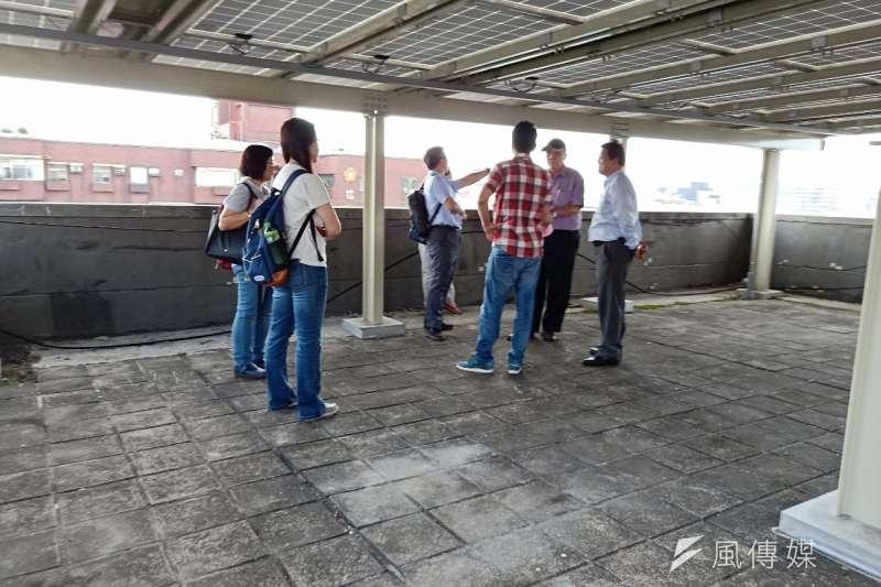 台北市積極打造綠能友善都市,經過高度設計的太陽光電設備,頂樓空間仍然可以多元化使用。(圖/北市產發局提供)