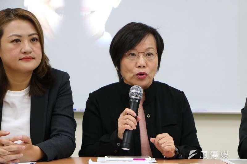 民進黨立委劉世芳(右)認為,台灣足球發展面臨困境,是因為「鏈結不足」,導致孩子在求學階段無法獲得完善培訓。(資料照,徐炳文攝)