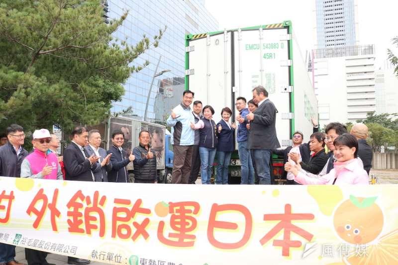 台中市椪柑首次外銷日本,4日在台中市府前廣場進行20公噸椪柑啟運儀式。(圖/記者王秀禾攝)