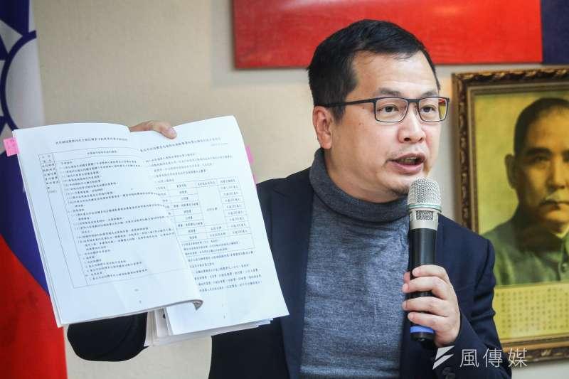 對於陸配子女來台政策遭撤回,國民黨台北市議員羅智強表示不贊同,並點名要衛福部長陳時中(見圖)去看看聯合國《兒童權利公約》。(資料照,蔡親傑攝)