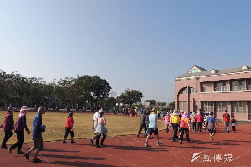 柳營國小健行活動200多位民眾參與。(圖/徐炳文攝)