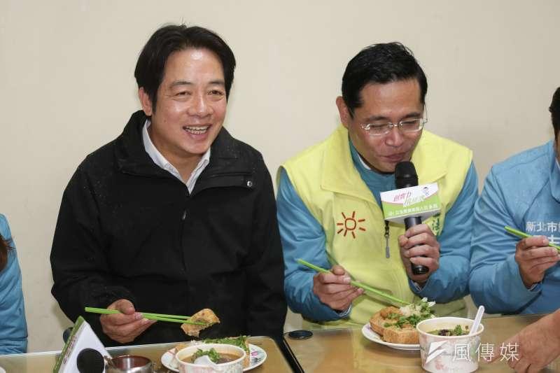 20191206-民進黨副總統候選人賴清德(左)6日陪同立委候選人江永昌(右)做美食直播。(簡必丞攝)