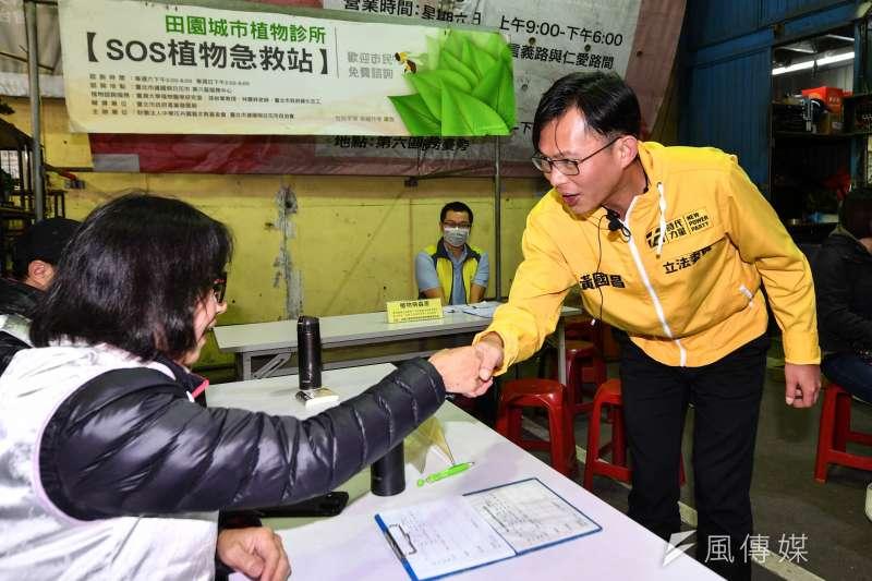 20191207-時代力量立委黃國昌7日至台北建國花市拜票。(顏麟宇攝)