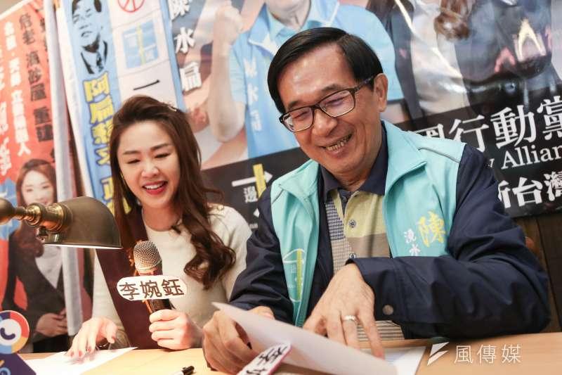 20191208-前總統陳水扁(右)與一邊一國黨立委候選人李婉鈺(左)8日舉辦簽書會。(簡必丞攝)