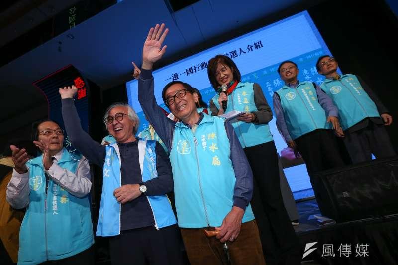 前總統陳水扁(見圖)8日出席「一邊一國行動黨募款餐會」,受訪時表示民進黨選情樂觀,立法院過半席次「絕對沒問題」。(顏麟宇攝)